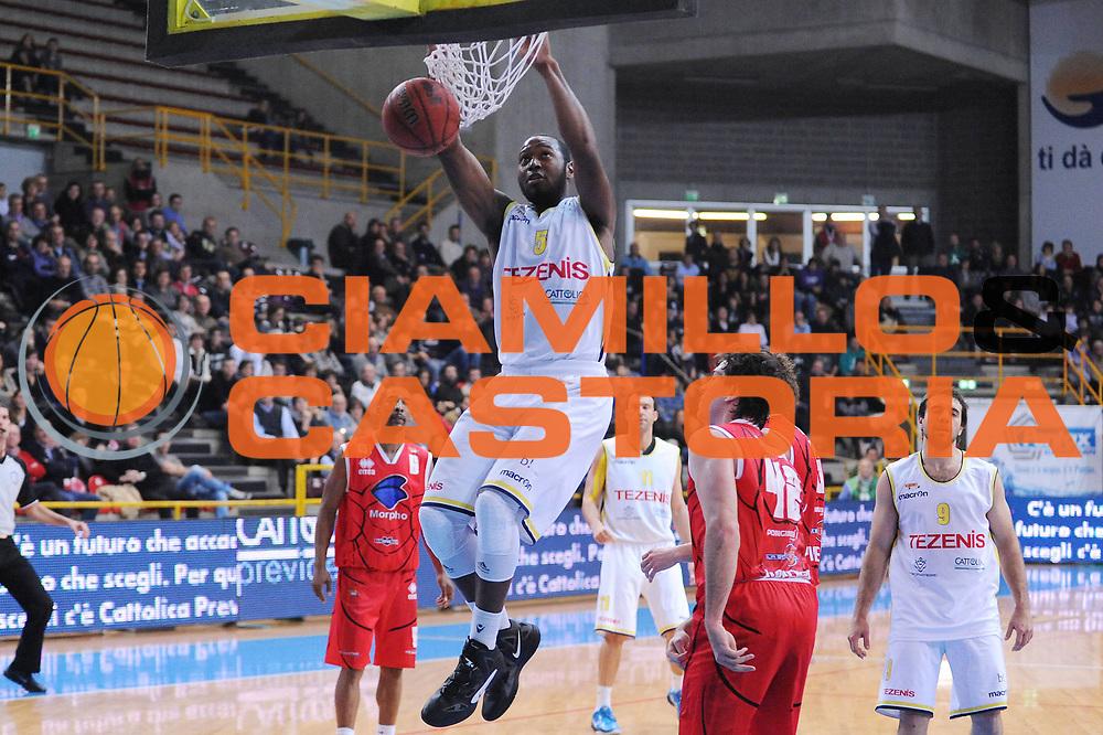 DESCRIZIONE : Verona Lega Basket A2 2011-12 Tezenis Verona Morpho Basket Piacenza<br /> GIOCATORE : Mario West<br /> CATEGORIA : schiacciata<br /> SQUADRA : Tezenis Verona <br /> EVENTO : Campionato Lega A2 2011-2012<br /> GARA : Tezenis Verona Morpho Basket Piacenza<br /> DATA : 08/01/2012<br /> SPORT : Pallacanestro<br /> AUTORE : Agenzia Ciamillo-Castoria/M.Marchi<br /> Galleria : Lega Basket A2 2011-2012 <br /> Fotonotizia : Verona Lega Basket A2 2011-12 Tezenis Verona Morpho Basket Piacenza<br /> Predefinita :