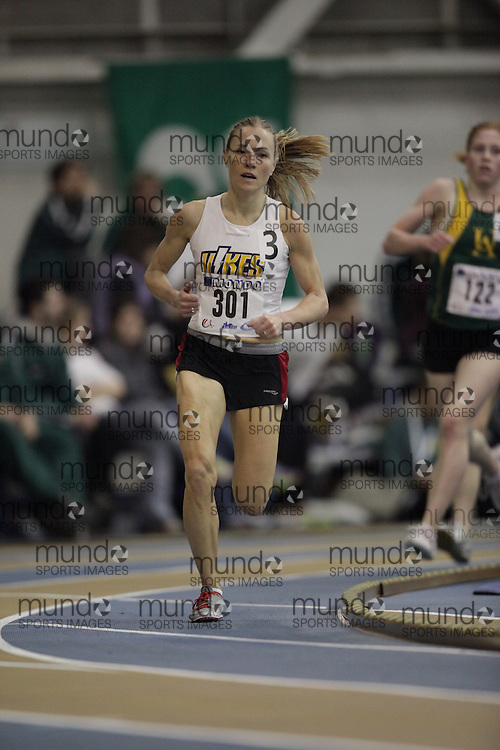 Windsor, Ontario ---13/03/09--- Marilyn Arsenault of  the University of Victoria competes in the womens 3000 meters at the CIS track and field championships in Windsor, Ontario, March 13, 2009..GEOFF ROBINS Mundo Sport Images