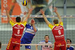 12-02-2011 VOLLEYBAL: AB GRONINGEN/LYCURGUS - DRAISMA DYNAMO: GRONINGEN<br /> In een bomvol Alfa-college Sportcentrum werd Dynamo met 3-2 (25-27, 23-25, 25-19, 25-23 en 16-14) verslagen door Lycurgus / Ernst Zijlstra vs. Niels Plinck en Jasper Diefenbach<br /> ©2011-WWW.FOTOHOOGENDOORN.NL