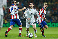 Real Madrid´s Isco (C) and Atletico de Madrid´s Koke and Griezmann during Spanish King´s Cup match at Santiago Bernabeu stadium in Madrid, Spain. January 15, 2015. (ALTERPHOTOS/Victor Blanco)