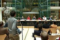 """08 NOV 2003, BERLIN/GERMANY:<br /> Kurt Bodewig, MdB, SPD, Bundesminister a.D., Ute Berg, MdB, SPD, Christoph Matschie, SPD, Parl. Staatssekretaer BMBF u. Landesvors. Thueringen, Ute Vogt, SPD, Parl. Staatssekretaerin BMI und Landesvors. Baden-Wuerttemberg, Sigmar Gabriel, SPD, Ministerpraesident a.D. und Fraktionsvorsitzender Niedersachsen, Kerstin Giese, MdB, SPD, Sprecherkreis Netzwerk, und Christian Lange, MdB, SPD, Sprecherkreis Netzwerk, v.L.n.R., auf dem Podium, waehrend einer  Diskussionsveranstaltung unter dem Motto """"Die neue SPD: Meschen staerken. Wege oeffnen."""" zur Vorstellung eines Entwurfs fuer ein neues Grundsatzprogramm der SPD von SPD Bundestagsabgeordneten des Netzwerks, Willy-Brandt-Haus<br /> IMAGE: 20031108-01-082<br /> KEYWORDS: Gespräch"""