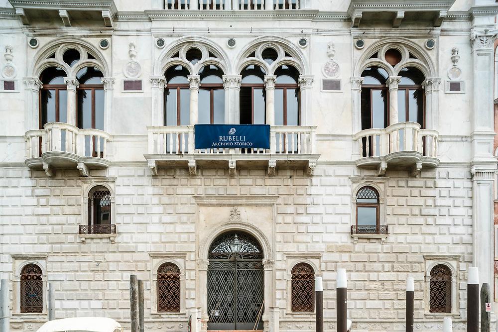 """13 JUL 2016 - Venezia - Palazzo Corner Spinelli, sul Canal Grande. Sede dell'archivio storico """"Rubelli S.p.A."""", tessuti."""