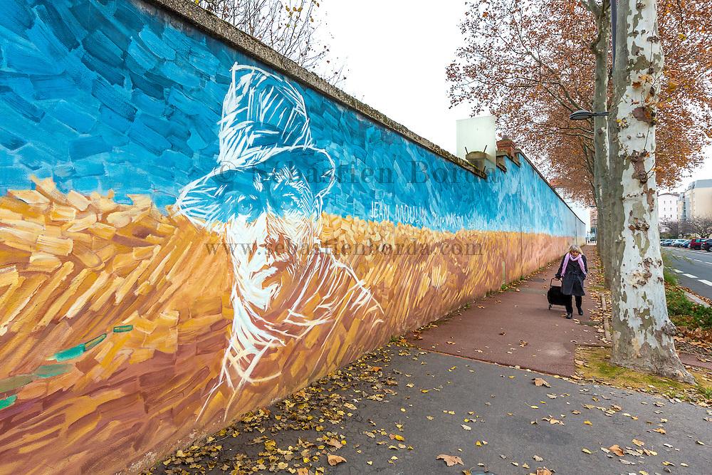 Visage peint du resistant Jean Moulin sur le mur du mémorial de la prison de Montluc  // Painting of famous world war 2 resistant Jean Moulin 's face on Montluc prison memorial