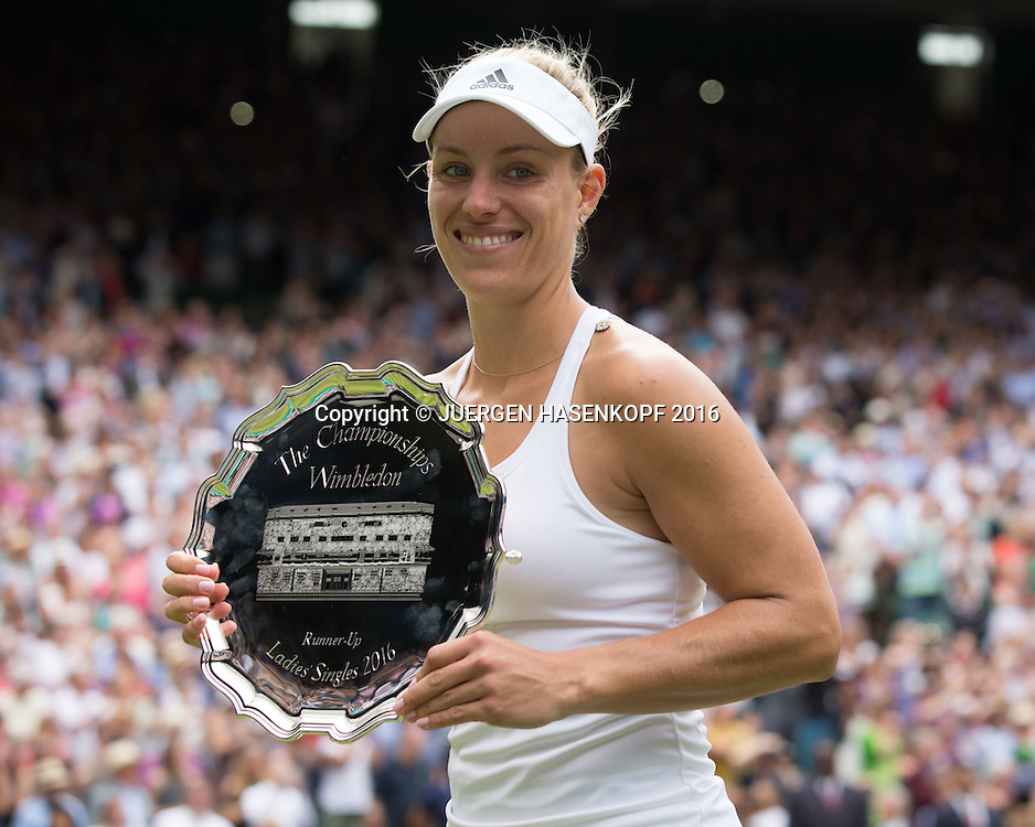 ANGELIQUE KERBER (GER) mit Schale, Siegerehrung, Damen Endspiel, Finale <br /> <br /> Tennis - Wimbledon 2016 - Grand Slam ITF / ATP / WTA -  AELTC - London -  - Great Britain  - 9 July 2016.