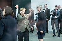 09 APR 2019, BERLIN/GERMANY:<br /> Angela Merkel (L), CDU, Budneskanzlerin, nimmt  Theresa May (R), Premierministerin Vereinigtes Koenigreich, waehrend ihrem Besuch erst im Kanzleramt in Empfang, geht dann aber mit Ihr fuer die obligatorischen Handshake-Fotos wieder vor den Eingang, Bundeskanzleramt<br /> IMAGE: 20190409-01-009