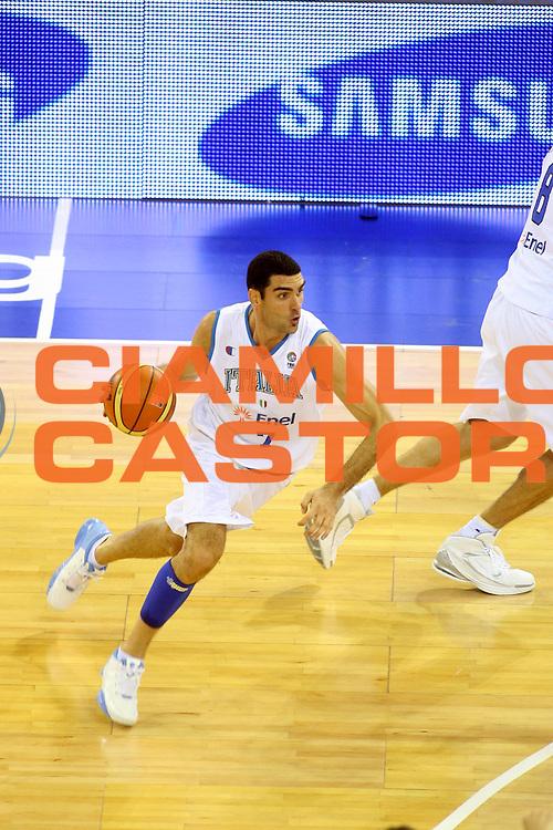 DESCRIZIONE : Madrid Spagna Spain Eurobasket Men 2007 Italia Lituania Itlay Lithuania<br />GIOCATORE : Matteo Soragna<br />SQUADRA : Italia Italy <br />EVENTO : Eurobasket Men 2007 Campionati Europei Uomini 2007 <br />GARA : Italia Lituania Italy Lithuania<br />DATA : 08/09/2007 <br />CATEGORIA : Palleggio Sponsor Samsung<br />SPORT : Pallacanestro <br />AUTORE : Ciamillo&amp;Castoria/G.Ciamillo<br />Galleria : Eurobasket Men 2007 <br />Fotonotizia : Madrid Spagna Spain Eurobasket Men 2007 Italia Lituania Italy Lithuania<br />Predefinita :