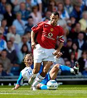 Fotball<br /> Foto: SBI/Digitalsport<br /> NORWAY ONLY<br /> <br /> Blackburn Rovers v Manchester United<br /> Barclays Premiership, 28/08/2004<br /> <br /> Manchester United's Ryan Giggs (R) leaves Blackburn's Tugay on his backside