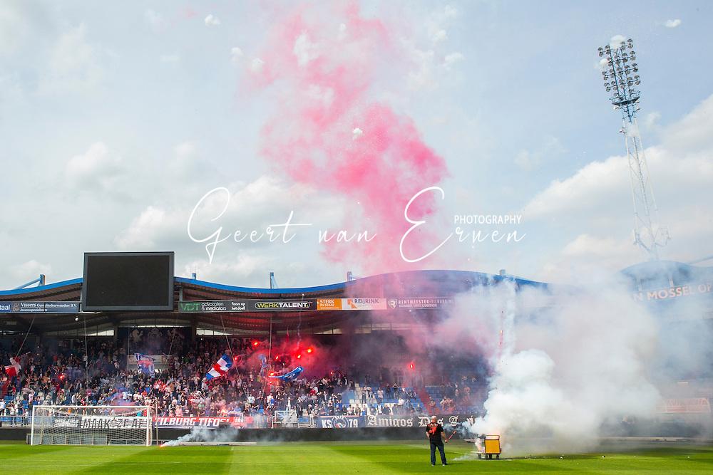 21-05-2016 VOETBAL:LAATSTE TRAINING WILLEM II:TILBURG<br /> Voorafgaand aan de beslissende wedstrijd in de playoffs van Willem II tegen aartsrivaal NAC Breda lieten de supporters zien hoe de wedstrijd wordt beleefd.<br /> <br /> Foto: Geert van Erven