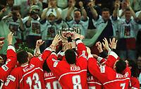 Team Tschechien mit WM Pokal<br />           Eishockey  WM 2001 Finale  Tschechien - Finnland  3:2