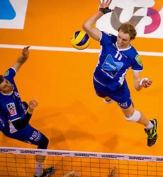 17-04-2016 NED: Play off finale Abiant Lycurgus - Seesing Personeel Orion, Groningen<br /> Abiant Lycurgus is door het oog van de naald gekropen tijdens het eerste finaleduel om het landskampioenschap. De Groningers keken in een volgepakt MartiniPlaza tegen een 0-2 achterstand aan tegen Seesing Personeel Orion, maar mede dankzij invaller Gino Naarden kwam Lycurgus langszij en pakte het de wedstrijd met 3-2 / Sander Scheper #11 of Lycurgus