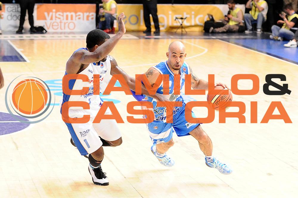 DESCRIZIONE : Cantu&rsquo; Lega A 2014-2015 Acqua Vitasnella Cantu&rsquo; Banco di Sardegna Sassari<br /> GIOCATORE : David Logan<br /> CATEGORIA : palleggio penetrazione<br /> SQUADRA : Banco di Sardegna Sassari<br /> EVENTO : Campionato Lega A 2014-2015<br /> GARA : Acqua Vitasnella Cantu&rsquo; Banco di Sardegna Sassari<br /> DATA : 09/11/2014<br /> SPORT : Pallacanestro<br /> AUTORE : Agenzia Ciamillo-Castoria/Max.Ceretti<br /> GALLERIA : Lega Basket A 2014-2015<br /> FOTONOTIZIA : Cantu&rsquo; Lega A 2014-2015 Acqua Vitasnella Cantu&rsquo; Banco di Sardegna Sassari<br /> PREDEFINITA :