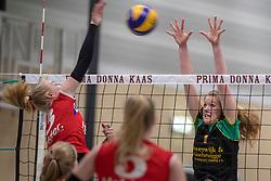 17-03-2018 NED: Prima Donna Kaas Huizen - VC Sneek, Huizen<br /> PDK verliest kansloos met 3-0 van Sneek / Ellen van Wijnen #3, Mable Hengeveld #7 of PDK Huizen