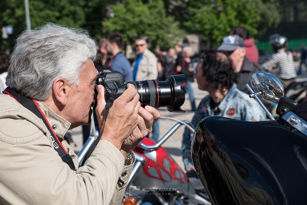 Слет Киевского отделения клуба Harley-Davidson. Фотограф за работой.