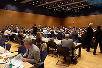 19 APR 2004, BERLIN/GERMANY:<br /> Uebersicht vor Beginn einer Sitzung des SPD Parteirates, Willy-Brandt-Haus<br /> IMAGE: 20040419-03-010<br /> KEYWORDS: Übersicht, Saal