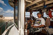 עופר עזרתי דייג ב נמל יפו<br /> דיגיים  <br /> <br /> דיג