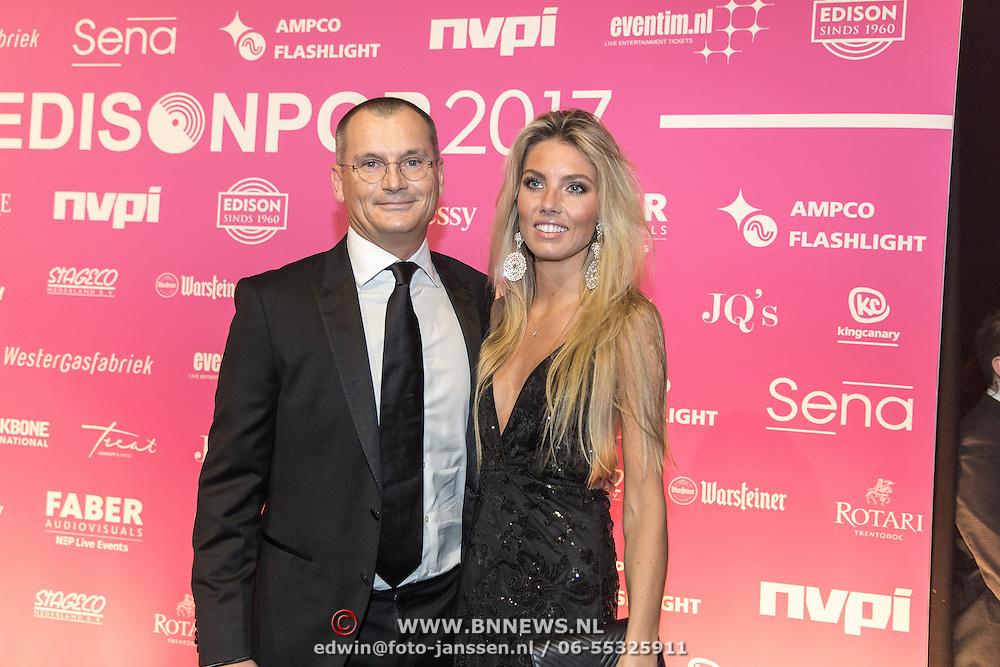 NLD/Amsterdam/201702013- Edison Pop Awards 2017, Eelco van kooten en partner Caitlyn Vogel