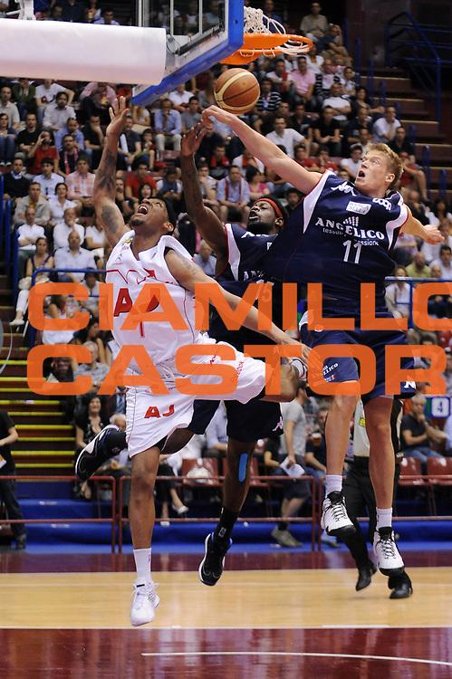 DESCRIZIONE : Milano Lega A 2008-09 Playoff Semifinale Gara 1 Armani Jeans Milano Angelico Biella<br /> GIOCATORE : Mike Hall<br /> SQUADRA : Armani Jeans Milano<br /> EVENTO : Campionato Lega A 2008-2009<br /> GARA : Armani Jeans Milano Angelico Biella<br /> DATA : 29/05/2009<br /> CATEGORIA : penetrazione fallo subito<br /> SPORT : Pallacanestro<br /> AUTORE : Agenzia Ciamillo-Castoria/A.Dealberto<br /> Galleria : Lega Basket A1 2008-2009<br /> Fotonotizia : Milano Lega A 2008-09 Playoff Semifinale Gara 1 Armani Jeans Milano Angelico Biella<br /> Predefinita :