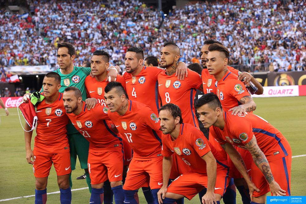 EAST RUTHERFORD, NEW JERSEY - JUNE 26: The Chile team pose for a team photograph during the Argentina Vs Chile Final match of the Copa America Centenario USA 2016 Tournament at MetLife Stadium on June 26, 2016 in East Rutherford, New Jersey. (Photo by Tim Clayton/Corbis via Getty Images)