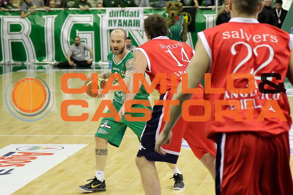 DESCRIZIONE : Avellino Lega A 2010-11 Air Avellino Angelico Biella<br /> GIOCATORE : Valerio Spinelli<br /> SQUADRA : Air Avellino<br /> EVENTO : Campionato Lega A 2010-2011<br /> GARA : Air Avellino Angelico Biella<br /> DATA : 20/03/2011<br /> CATEGORIA : palleggio<br /> SPORT : Pallacanestro<br /> AUTORE : Agenzia Ciamillo-Castoria/A.De Lise<br /> Galleria : Lega Basket A 2010-2011<br /> Fotonotizia : Avellino Lega A 2010-11 Air Avellino Angelico Biella<br /> Predefinita :