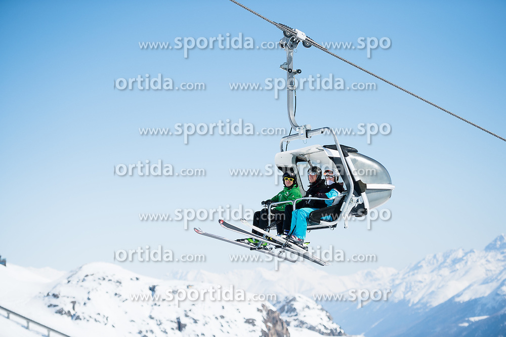 14.03.2016, Engiadina, St. Moritz, SUI, FIS Weltcup Ski Alpin, St. Moritz, Abfahrt, Damen, 1. Training, im Bild Touristen auf der Sesselbahn Feature Illustration // before the 1st training run for the ladie's Downhill of st. Moritz Ski Alpine World Cup finals at the Engiadina in St. Moritz, Switzerland on 2016/03/14. EXPA Pictures &copy; 2016, PhotoCredit: EXPA/ Freshfocus/ Manuel Lopez<br /> <br /> *****ATTENTION - for AUT, SLO, CRO, SRB, BIH, MAZ only*****