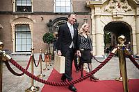 Nederland. Den Haag, 16 september 2008.<br /> Prinsjesdag.<br /> Wouter Bos met het koffertje op weg naar de Tweede kamer.<br /> Foto Martijn Beekman<br /> NIET VOOR PUBLIKATIE IN LANDELIJKE DAGBLADEN.