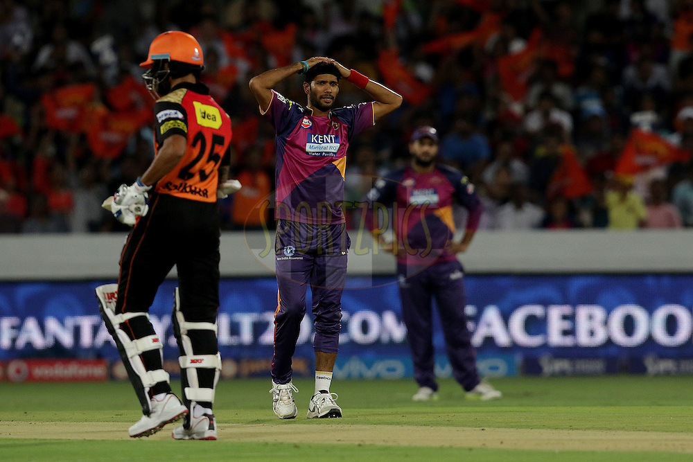 Ashok Dinda of Rising Pune Supergiants during match 22 of the Vivo IPL 2016 (Indian Premier League ) between the Sunrisers Hyderabad and the Rising Pune Supergiants held at the Rajiv Gandhi Intl. Cricket Stadium, Hyderabad on the 26th April 2016<br /> <br /> Photo by Rahul Gulati / IPL/ SPORTZPICS
