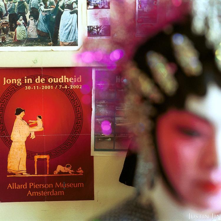 Netherlands, Amsterdam, 03-2002..Dutch-Chinese preparing for an opera performance.  Elderly. Old age. Pension. Chinese. Culture. Allochdtonen. Opera. Arts..Foto: Justin Jin