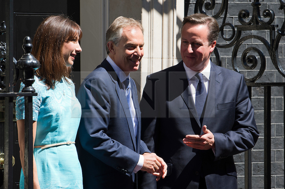 © London News Pictures. 25/07/2012. London, UK. L to R SAMANTHA CAMERON, Former British Prime Minister TONY BALR and Prime Minister DAVID CAMERON on the steps at 10 Downing street before a lunch with Prime Minister David Cameron on July 24, 2012. Photo credit: Ben Cawthra/LNP.