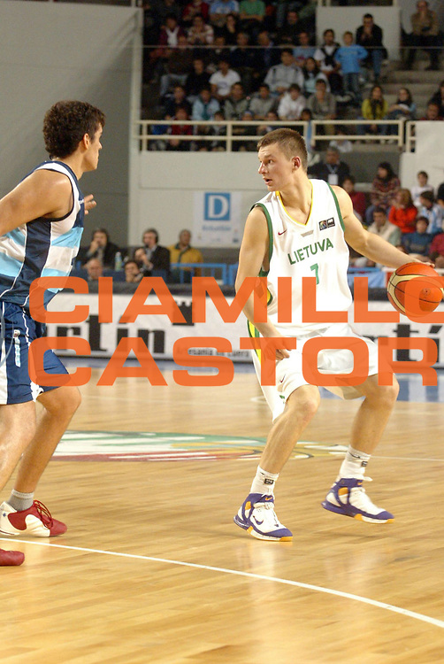 DESCRIZIONE : MAR DEL PLATA FIBA UNDER 21 WORLD CHAMPIONSHIP FOR MEN CAMPIONATO DEL MONDO UNDER 21 MASCHILE<br />GIOCATORE : JOMANTAS<br />SQUADRA : LITUANIA<br />EVENTO : UNDER 21 WORLD CHAMPIONSHIP FOR MAN CAMPIONATO DEL MONDO UNDER 21 MASCHILE<br />GARA : LITUANIA-ARGENTINA<br />DATA : 12/08/2005<br />CATEGORIA : PALLEGGIO<br />SPORT : Pallacanestro<br />AUTORE : AGENZIA CIAMILLO &amp; CASTORIA/M.Ciamillo