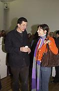Antony Gormley and Anouskha Shani. Rachel Whiteread, Haunch of Venison opening party. 28 October 2002. © Copyright Photograph by Dafydd Jones 66 Stockwell Park Rd. London SW9 0DA Tel 020 7733 0108 www.dafjones.com