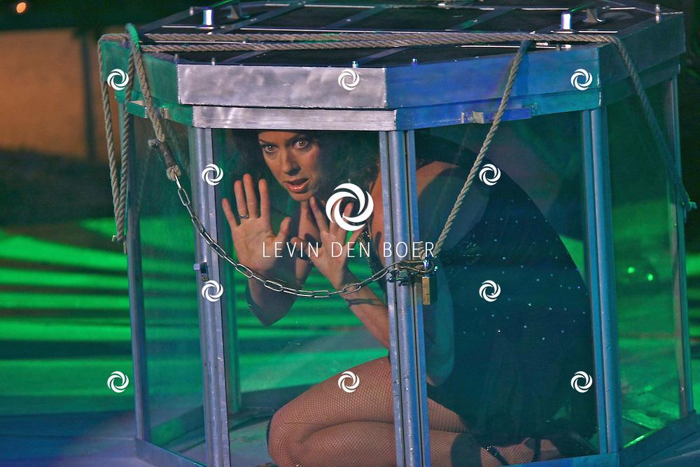 HELMOND - In de tent van Circus Herman Renz werden de opnames van de RTL4 KidsRights KerstSterrenCircus opgenomen. Met op de foto Marjolein Keuning. FOTO LEVIN DEN BOER / PERSFOTO.NU