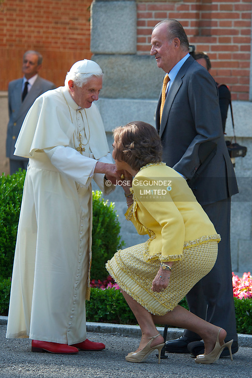 Spanish King Juan Carlos, Queen Sofia, Prince Felipe, Princess Letizia, Princess Leonor, Princess Sofia, Princess Elena her daughter Victoria Federica and son Felipe Juan Froilan attends attend a meeting with Pope Benedict XVI at the Zarzuela Palace in Madrid, on August 19, 2011