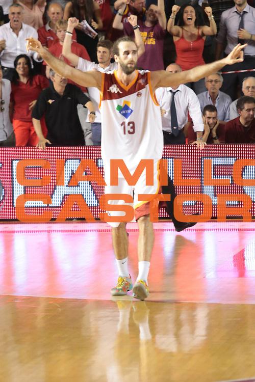 DESCRIZIONE : Roma Lega A 2012-2013 Acea Roma Montepaschi Siena finale gara 2<br /> GIOCATORE : Datome Luigi<br /> CATEGORIA : esultanza curiosita<br /> SQUADRA : Acea Roma<br /> EVENTO : Campionato Lega A 2012-2013 playoff finale gara 2<br /> GARA : Acea Roma Montepaschi Siena<br /> DATA : 13/06/2013<br /> SPORT : Pallacanestro <br /> AUTORE : Agenzia Ciamillo-Castoria/M.Simoni<br /> Galleria : Lega Basket A 2012-2013  <br /> Fotonotizia : Roma Lega A 2012-2013 Acea Roma Montepaschi Siena playoff finale gara 2<br /> Predefinita :