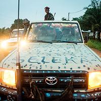 02/10/2013. Bangui. Republique Centrafricaine. Des éléments des ex-seleka integrées dans la FOMAC participent aux patrouilles de désarmement dans les quartiers de Bangui. @Sylvain Cherkaoui/Cosmos