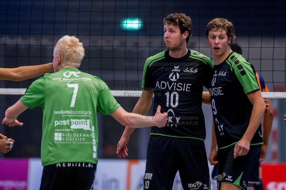 22-10-2016 NED: TT Papendal/Arnhem - Advisie SSS, Arnhem<br /> De Talenten winnen met 3-2 van SSS / Dwin Brouwer #10 of SSS, Michiel van de Beek #9 of SSS