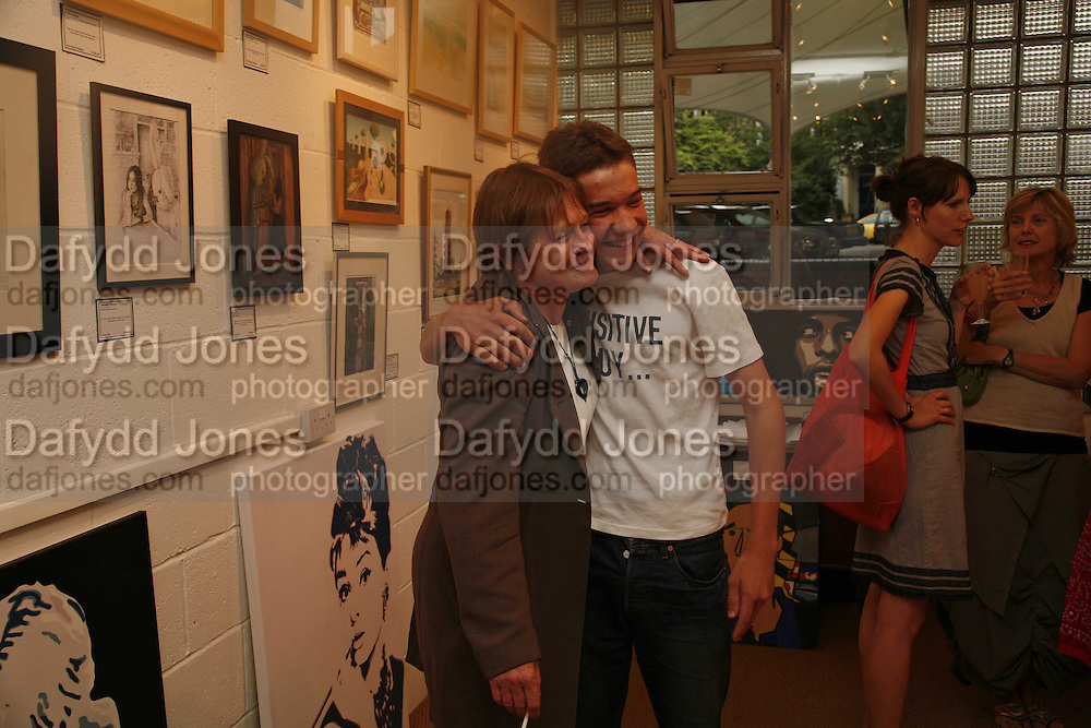 Penny Mortimer and Julius Lette, Private view at the Stateoftheart.co.uk. The State of the Art Gallery, 9 Portobello Green Arcade. 27 June 2006. ONE TIME USE ONLY - DO NOT ARCHIVE  © Copyright Photograph by Dafydd Jones 66 Stockwell Park Rd. London SW9 0DA Tel 020 7733 0108 www.dafjones.com