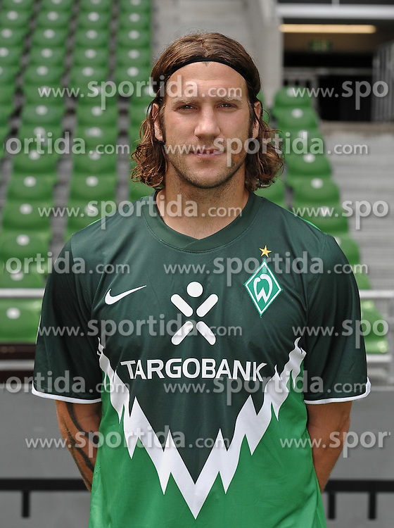 16.08.2010, Weserstadion, Bremen, GER, FBL, Fototermin Werder Bremen, im Bild Torsten Frings (Bremen #22)   EXPA Pictures © 2010, PhotoCredit: EXPA/ nph/  Frisch+++++ ATTENTION - OUT OF GER +++++ / SPORTIDA PHOTO AGENCY