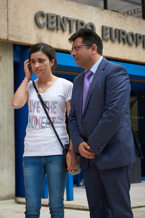 Lisboa, 04/07/2016 - Os Eurodeputados Ana Gomes, Josef Weidenholzer (calvo), e o m&eacute;dico Mirza Dinnay (gravata lil&aacute;s) e Lamya Taha, uma jovem yazidi que conseguiu escapar do Daesh, falam &agrave; imprensa depois de uma re&uacute;ni&atilde;o com ministro-adjunto Eduardo Cabrita sobre a rece&ccedil;&atilde;o e integra&ccedil;&atilde;o de refugiados da comunidade yazidi atualmente na Gr&eacute;cia e que desejam ser transferidos para Portugal. <br /> (Paulo Alexandrino / Global Imagens)