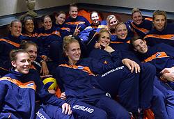 22-09-2015 NED: Persconferentie EK Volleybal Nederlands team vrouwen, Apeldoorn<br /> In Apeldoorn werd de aftrap gegeven voor het Europees Kampioenschap dat zaterdag aanstaande begint in Apeldoorn, Rotterdam, Eindhoven en Antwerpen / Het team is klaar voor het EK