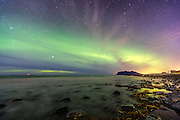 Northern Light and stars at Flø, Norway | Nordlys på stjernehimmel, Flø, Norge.