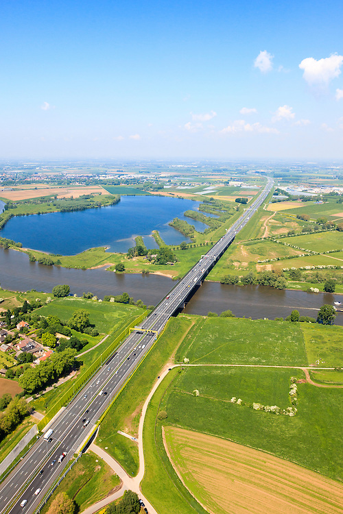 Nederland, Gelderland - Noord-Brabant, Oud-Empel, 27-05-2013; Maasbrug bij Empel. Brug over de Maas in de A2 richting Den Bosch.<br /> Bridge across river Maas. motorway A2, near Den Bosch.<br /> luchtfoto (toeslag op standard tarieven)<br /> aerial photo (additional fee required)<br /> copyright foto/photo Siebe Swart