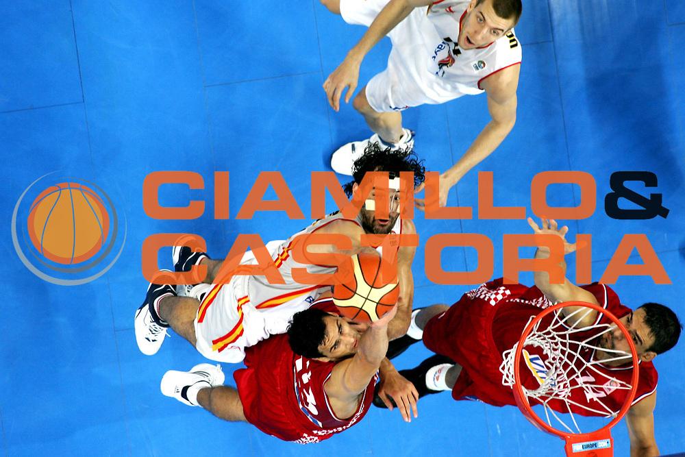 DESCRIZIONE : Belgrado Belgrade Eurobasket Men 2005 Croazia Spagna<br /> GIOCATORE : Garbajosa<br /> SQUADRA : Croazia Croatia Spagna Spain<br /> EVENTO : Eurobasket Men 2005 Campionati Europei Uomini 2005<br /> GARA : Croazia Spagna Croatia Spain<br /> DATA : 23/09/2005<br /> CATEGORIA :<br /> SPORT : Pallacanestro<br /> AUTORE : Ciamillo&amp;Castoria/Fiba Europe Pool