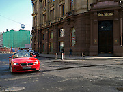 Straßenszene mit einem Luxus Auto vor einer Filiale der Bank von Moskau im Zentrum der russischen Hauptstadt.<br /> <br /> Streetscene with a luxery car infront of a Bank of Moscow branch in the city center of the Russian metropolis.