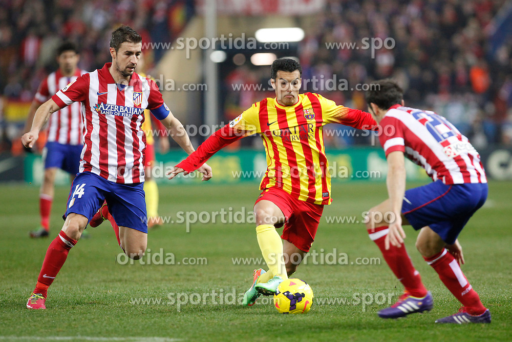 11.01.2014, Estadio Vicente Calderon, Madrid, ESP, Primera Division, Atletico Madrid vs FC Barcelona, 19. Runde, im Bild Atletico de Madrid´s Gabi (L) and Barcelona´s Pedro Rodriguez // Atletico de Madrid´s Gabi (L) and Barcelona´s Pedro Rodriguez during the Spanish Primera Division 19th round match between Club Atletico de Madrid and Barcelona FC at the Estadio Vicente Calderon in Madrid, Spain on 2014/01/11. EXPA Pictures © 2014, PhotoCredit: EXPA/ Alterphotos/ Victor Blanco<br /> <br /> *****ATTENTION - OUT of ESP, SUI*****