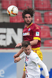 23.04.2016, Voith Arena, Heidenheim, GER, 2. FBL, 1. FC Heidenheim vs SC Paderborn 07, 31. Runde, im Bild Niklas Hoheneder ( SC Paderborn 07 ) hinten im Kopfballduell gegen Daniel Frahn ( 1.FC Heidenheim ) // during the 2nd German Bundesliga 31th round match between 1. FC Heidenheim vs SC Paderborn 07 at the Voith Arena in Heidenheim, Germany on 2016/04/23. EXPA Pictures &copy; 2016, PhotoCredit: EXPA/ Eibner-Pressefoto/ Bozler<br /> <br /> *****ATTENTION - OUT of GER*****