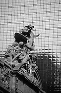 New York. Grand central station. sculpture and clock on the roof /  sculpture sur Grand Central station  Manhattan, New York  USa