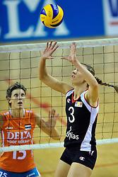 29-10-2011 VOLLEYBAL: NEDERLAND - BELGIE: ALMERE<br /> De eerste oefenwedstrijd als voorbereiding op het pre OKT wordt met 3-0 gewonnen van Belgie / (L-R) Ingrid Visser, Frauke Dirickx<br /> ©2011-WWW.FOTOHOOGENDOORN.NL