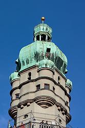 THEMENBILD - Der Stadtturm, wird auch Rathausturm genannt, steht mitten im historischen Kern von Innsbruck, aufgenommen am 02. Dezember 2017, Innsbruck, Österreich // The city tower, also called the Town Hall Tower, stands in the middle of the historic core of Innsbruck on 2017/12/02, Innsbruck, Austria. EXPA Pictures © 2017, PhotoCredit: EXPA/ Stefanie Oberhauser