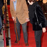 NLD/Hilversum/20061201 - Opening Nederlands Instituut voor Beeld en Geluid, Mies Bouwman en partner Leen Timp met blauw oog