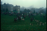 Meeting of the Heythrop Hunt at Baron Thyssen's Daylesford House. December, 1984 approx. © Copyright Photograph by Dafydd Jones 66 Stockwell Park Rd. London SW9 0DA Tel 020 7733 0108 www.dafjones.com